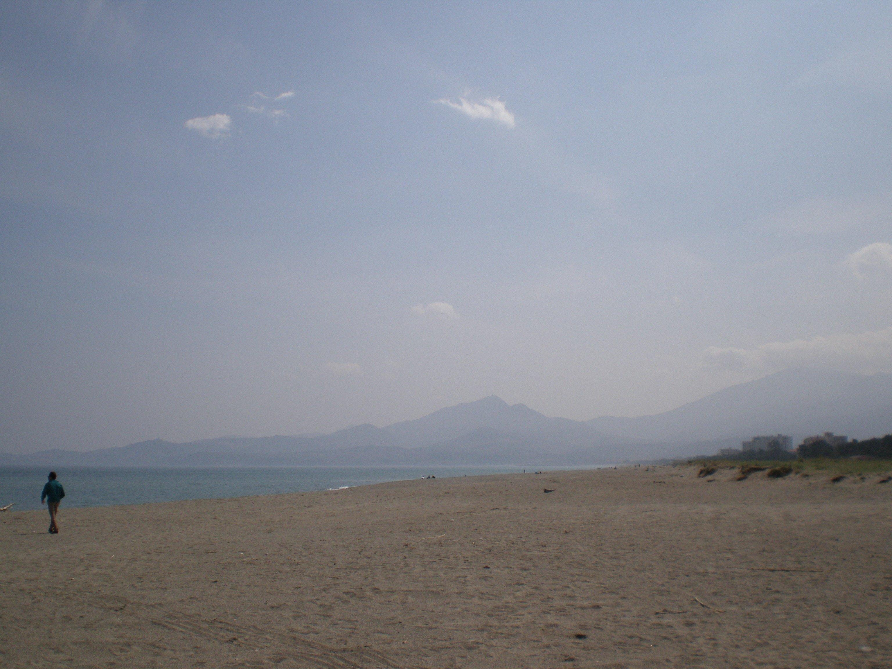 La playa (abril de 2009 ) donde estaba el campo de internamiento.